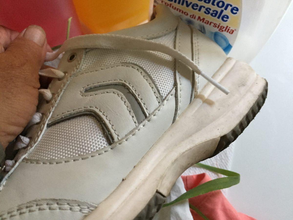scarpe-macchie-erba