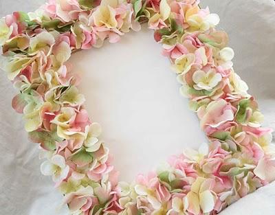 Cornice colorata con fiori for Fiori di cartoncino