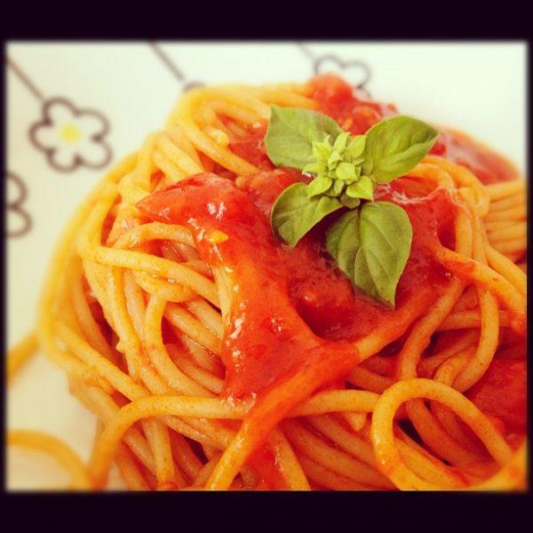 Spaghetti integrali aglio olio e pomodorini – ricetta