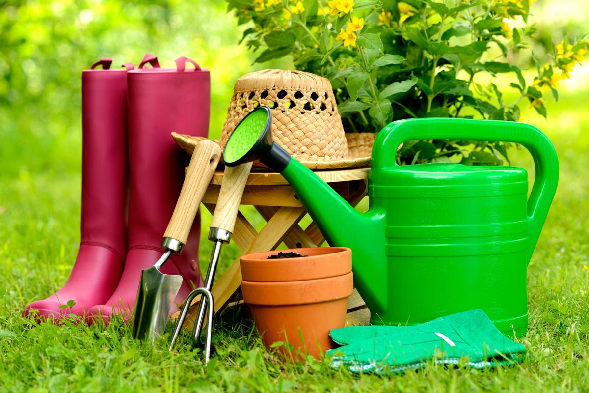 9 attrezzi da giardino indispensabili