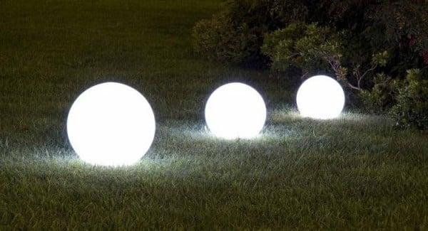 Come arredare il giardino consigli e idee for Illuminazione da giardino a led
