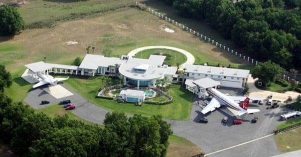 John-Travolta villa