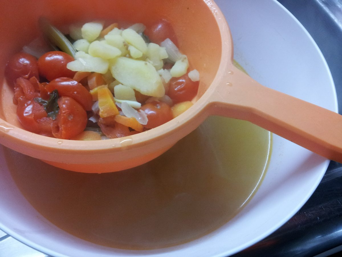 brodo-vegetale-filtrazione