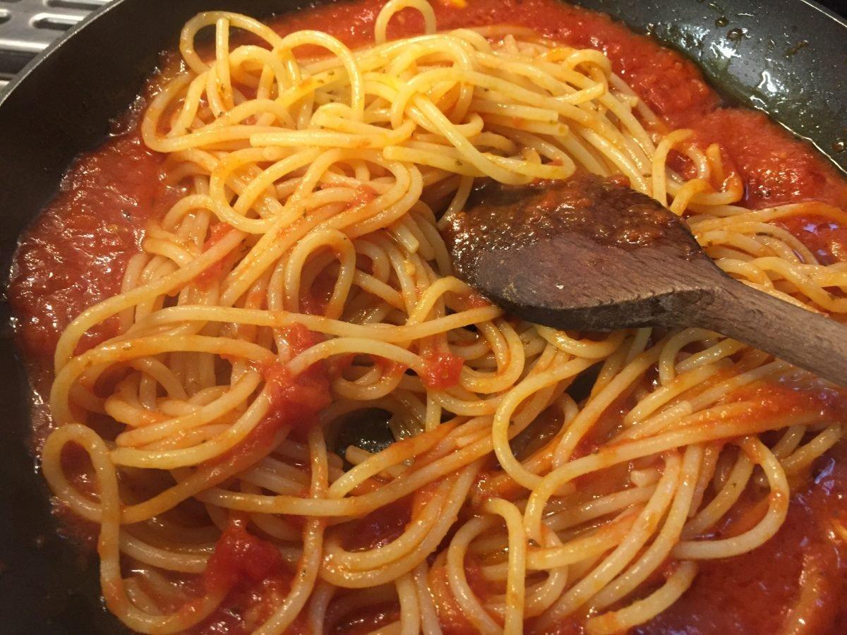 spaghetti-marinara-mantecatura