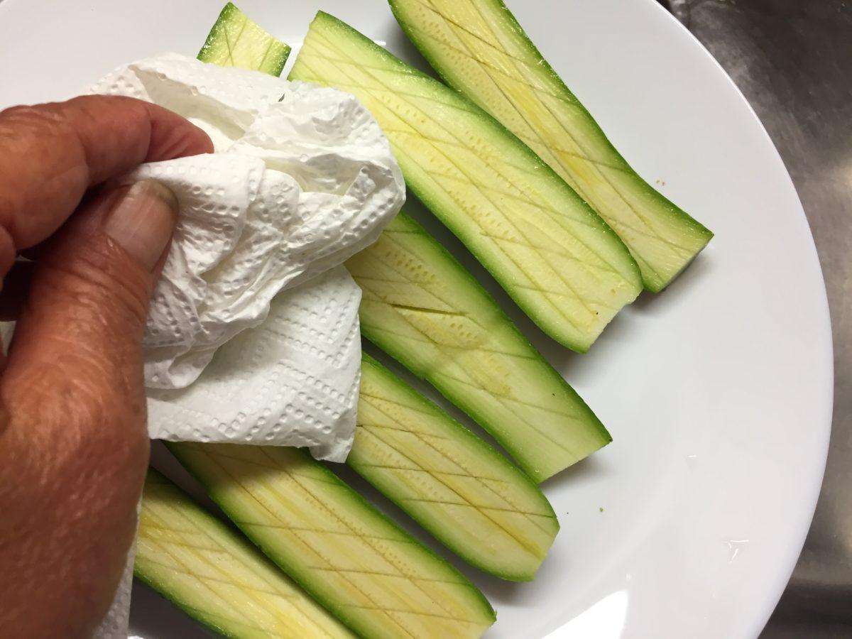 zucchine spaccate-preparazione