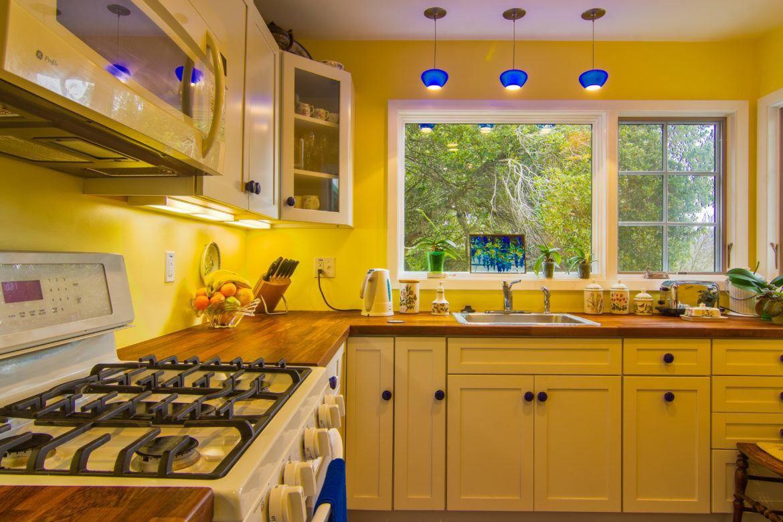 pareti-giallo-miele-cucina-01