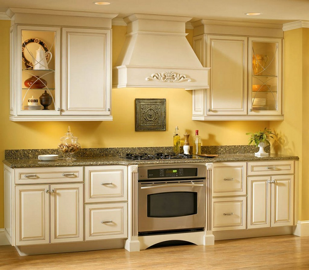 pareti-giallo-miele-cucina-02
