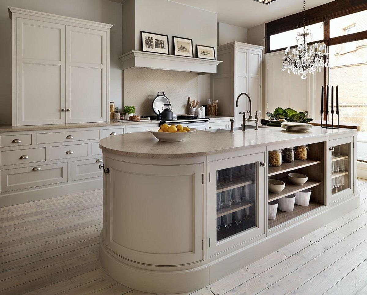 cucina-color-crema-arredare-con-stile-ed-eleganza-8