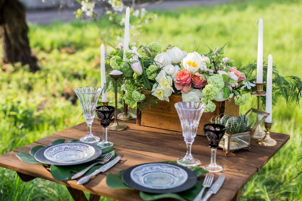 addobbare-tavola-giardino-bicchieriposate