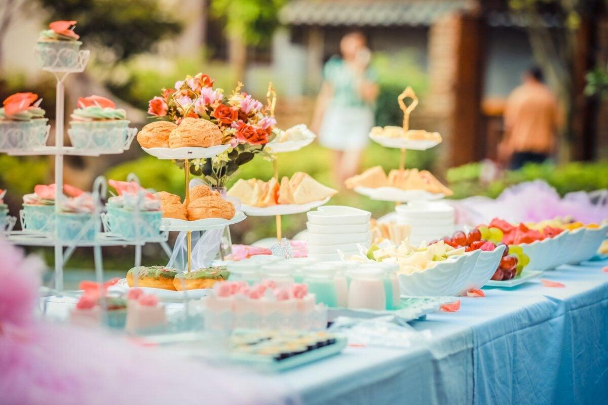 addobbare-tavola-giardino-buffet