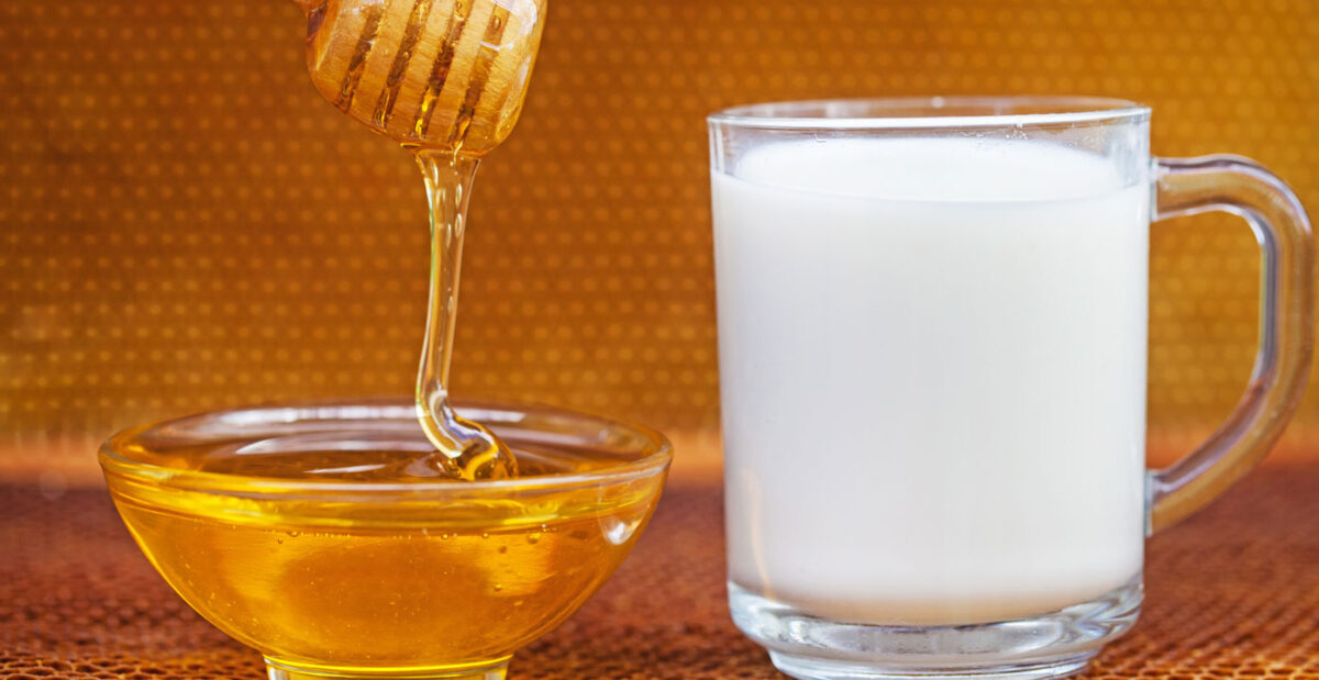 Latte e miele: proprietà benefiche per la tosse e non solo