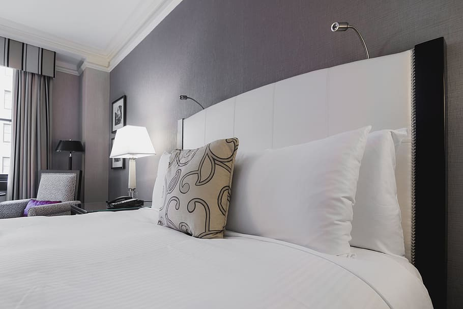 travel-home-bedroom-trip
