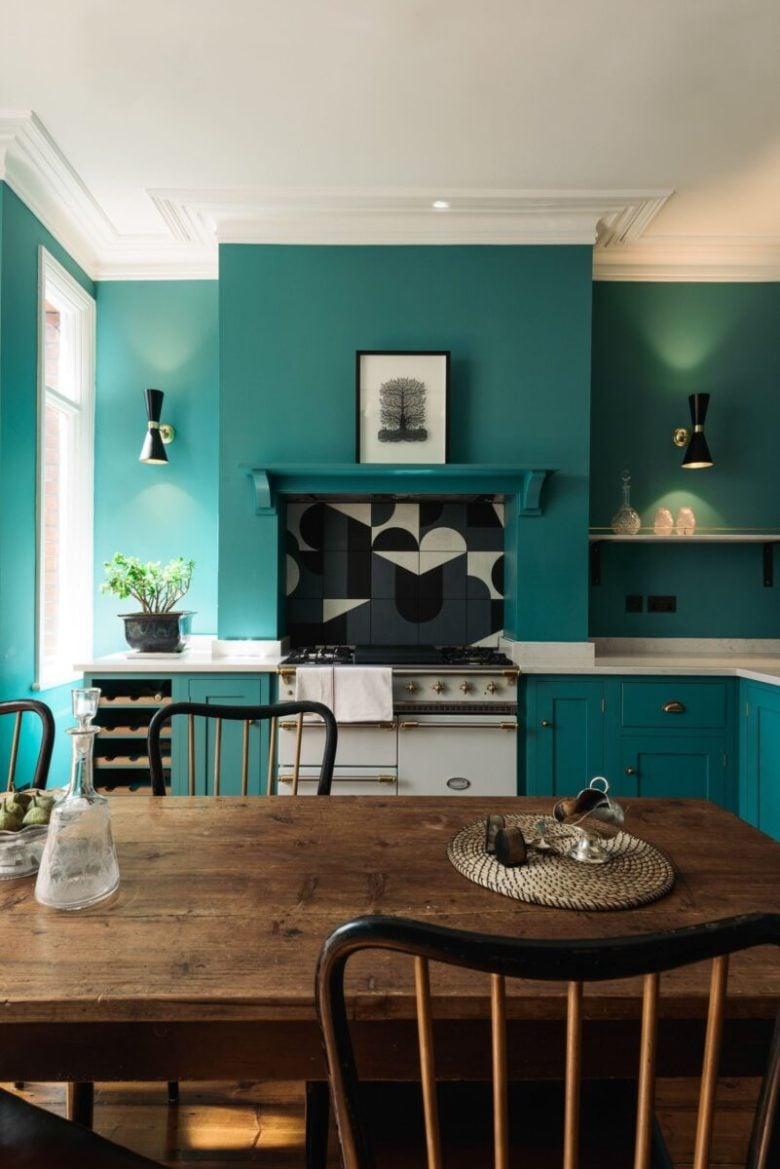 pareti-verde-smeraldo-cucina-contemporanea