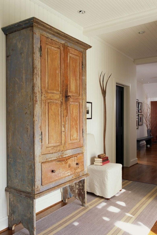 armadio-antico-in-casa-moderna-jpg (9)