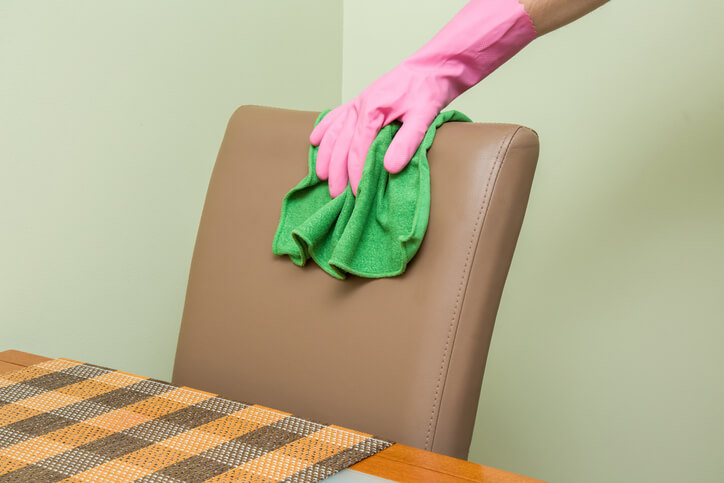 come-pulire-sedie-ecopelle-4