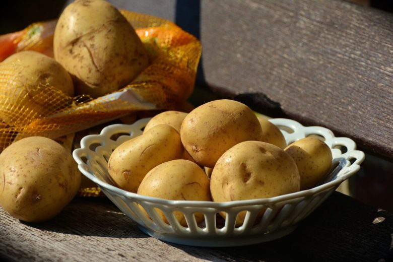 Salsicce-patate-e-rosmarino