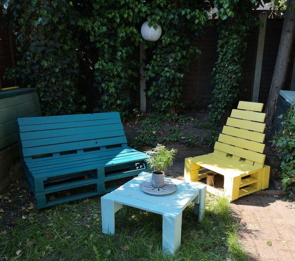 divano-pallet-giardino-colore-1